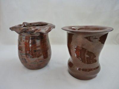 2 vases émaillés rouge de fer